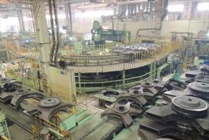 大型工作機械で加工されるカーボディー